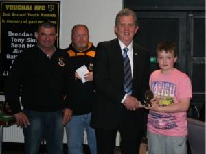 Barty Murphy presents Ollie Murphy Award to Ben Ingamells