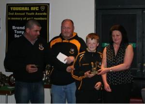 Bridget Healy presents Liam McLaughlin Award to Olan Coleman Jnr