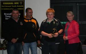Tessie Griffin presents Batty Mulcahy Award to Fionn Kenneally