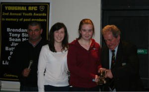 U15 Coach Ciara O'Flaherty presents the Ladies Young Player of the Year award to Sinead O'Shea
